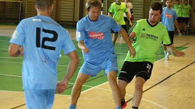 Zweigeltrebe (ve světle modrých dresech) v zápase s Kuky vopálenými.