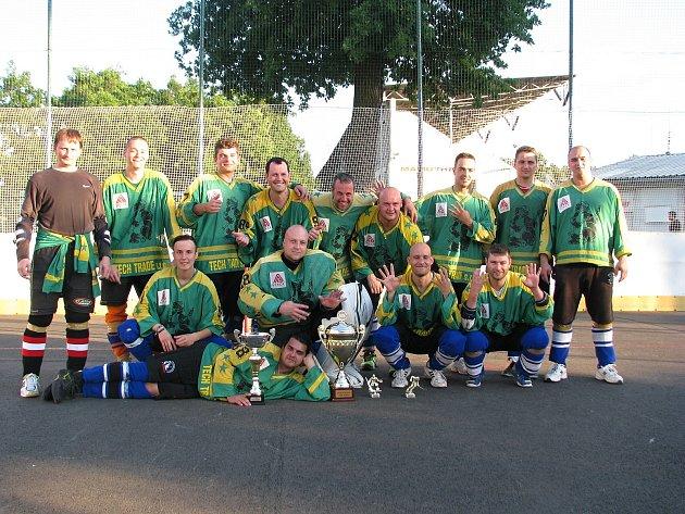 Letošní ročník okresní hokejbalové ligy vyhrál Rigum Hodonín A.