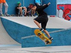 Ukázka skateboardových závodů.