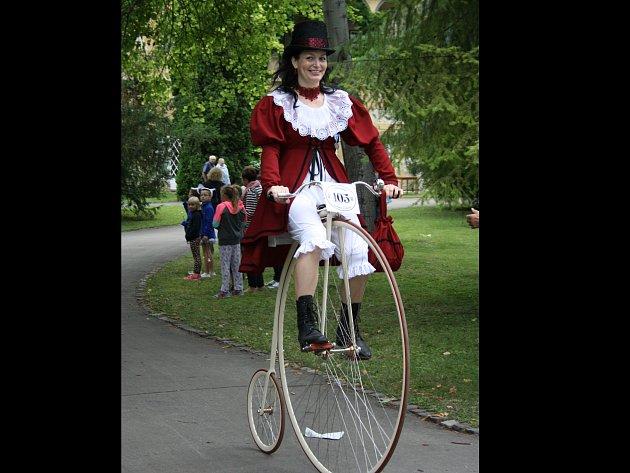 Mistryně světa v jízdě na vysokém kole Andrea Missbachová ze Ždánic.