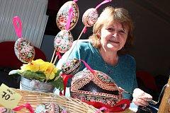 Marie Čiháková z Blatnice pod Svatým Antonínkem zdobí velikonoční kraslice desítky let.