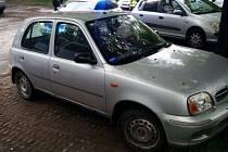 Zabavený Nissan Micra.