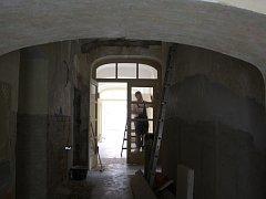 Ježov pracuje na druhé etapě přestavby bývalé školy na obecní úřad. Vše by mělo být hotovo do roku 2018.