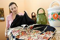 Eliška Kaňová představuje nejvzácnější fěrtochy, které má rodina ve své sbírce.