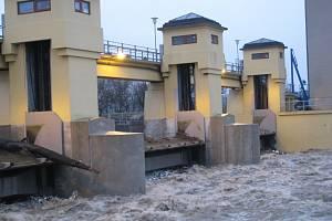 Zvýšená hladina Moravy u hodonínského jezu