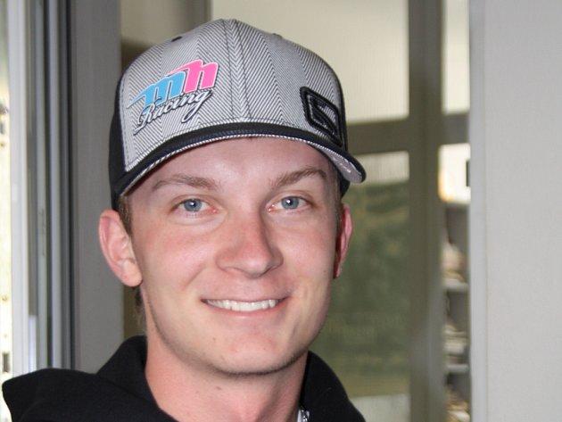 Jednacetiletý pilot z Rohatce Jan Lunga, který startuje pod křídly MH Racingu, se poprvé objevil na české závodnické scéně v dubnu. Neznámý nováček zaskočil na Ralyy Vrchovině většinu zkušenějších soupeřů a v premiérovém závodě obsadil ve své třídě třetí