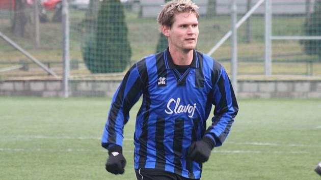Na rozjeté fotbalisty Bzence nestačili ani hráči Rohatce, kteří Slovanu podlehli 1:7. Nepříjemné porážce nezabránil ani obránce Slavoje Jakub Rezek (na snímku).