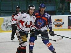 Hodonínští hokejisté vstoupili do druhé čtvrtiny základní části domácí výhrou nad Technikou Brno. Vypjatý duel rozhodl gól útočníka Petra Peše v 58. minutě.