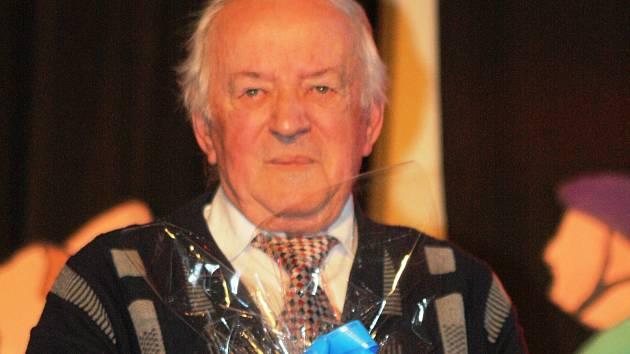 Dlouholetý funkcionář Agra Vnorovy Jan Zachar v sobotu večer obdržel cenu za zásluhy pro sport.