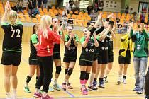Hodonínské házenkářky zvládly další těžký duel a po výhře 23:21 v pražských Vršovicích udržely v čele první ligy tříbodový náskok.