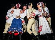 Oslavy třiceti let kulturního domu v Mikulčicích - předání čestného občanství, výstava i vystoupení Vojenského uměleckého souboru Ondráš.