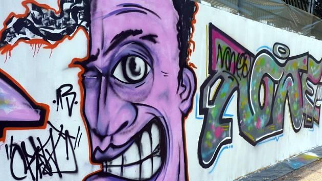 V areálu velkých kasáren za Vartou v Hodoníně se uskutečnil druhý ročník Graffiti Jamu, akce, která má přiblížit umění graffiti místním lidem. Zúčastnilo se jí pět sprejerů, kteří na svých dílech pracovali několik hodin.