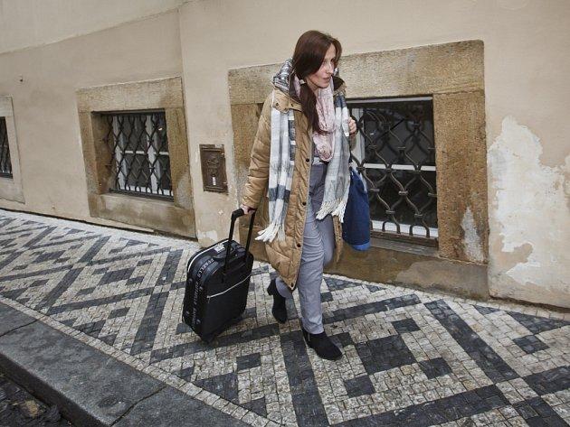 Eva Michaláková přichází na setkání s premiérem do Poslanecké sněmovny 10. února v Praze.