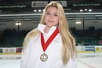 Dalšího významného úspěchu v kariéře dosáhla mladá hodonínská hokejistka Kamila Smetková. Šikovná útočnice pomohla českému ženskému výběru do osmnácti let vyhrát turnaj v Kanadě.