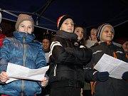 Česko zpívalo koledy i u vánočního stromu v Moravském Písku.