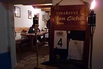 Vinaři z Blatnice pod Svatým Antonínkem poprvé otevřeli své sklepy přes noc.