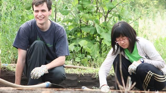 Mladé Korejky kopou na slovanském sídlišti