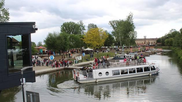 Slavnostní otevření modernizovaného a rozšířeného přístavu na Baťově kanálu ve Veselí nad Moravou.