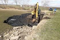 Užijí si vyčištěný rybník. Odbahnili ho v Čejči