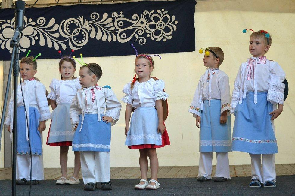 Lužiické předhodové posezení u cimbálu ve stodole Lidového domu se konalo v sobotu 4. července.