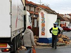 Památkově chráněnou kapličku ve Strážnici v listopadu 2015 naboural řidič kamionu.