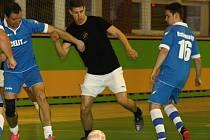 Young Boys ve čtvrtfinále JM sport ligy přestříleli Ocelit 10:5. Mezi střelce se jednou zapsal i fotbalista slovenské Nitry Filip Žák (na snímku v černém).
