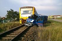 Dva muži zemřeli dnes odpoledne při srážce dodávky s osobním vlakem ve Strážnici na Hodonínsku.