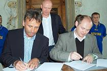 Podpis smlouvy projektu Jihomoravská bezpečná branka v Bučovicích.