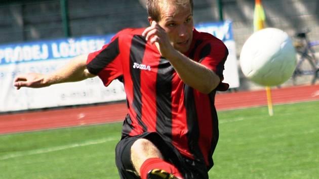 Vacenovický odchovanec Ondřej Špaček zamířil těsně před startem jarní části sezony z divizního Hodonína do Bzence. Ve Slovanu, který v zimě získal vracovské zadáky Lejsala s Vybíralem, by měl zvýšit konkurenci v zadních řadách.