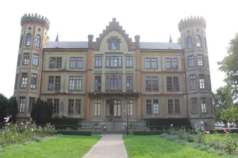 Současná podoba zámku ve Bzenci.