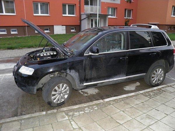 VKyjově někdo vnoci zapálil dvě auta. Škoda? Osm set tisíc korun.