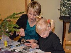 O posledním adventním víkendu se sešli obyvatelé Kuželova na vánočním tvoření.
