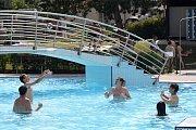 Do třetí hodiny odpolední dorazilo do uhřického aquaparku přes sto padesát lidí. Je to skoro polovina jeho kapacity. Podle vedoucího aquaparku Lukáše Tesaříka je to slušné číslo na to, že je teprve červen.