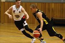 Hodonínský rodák Patrik Konečný (v bílém dresu) strávil poslední sezony v mládežnických družstvech Kyjova, nyní se vrátil zpět domů a obléká dres Sokola.