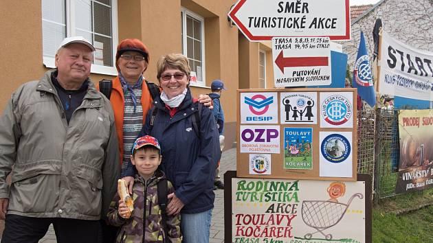 Vřesovičtí turisté mají důvod k oslavě. Šestnáctý ročník oblíbené akce Putování Moravským Slováckem přilákal do obce na Kyjovsku 502 turistů z dvaaosmdesáti obcí a měst.