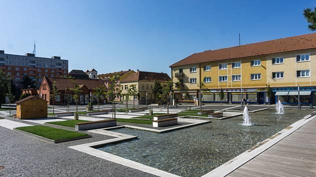 Příjemné prostředí pro místní budují ve Veselí na Moravou. Náměstí Míru čeká již druhá etapa rekonstrukce.