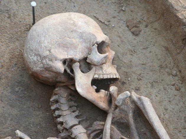 Archeologové objevili středověké pohřebiště