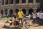 Cestovatel Michal Vaněk při své loňské cestě z Vacenovic do Říma.