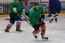 Hodonínští hokejisté v pondělí večer poprvé vjeli na nový led, aby odstartovali závěrečnou část přípravy před blížící se druholigovou sezonou.