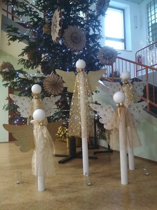 V Moravském Písku se na Česko zpívá koledy sešlo asi 150 lidí. Koledám předcházela jako již každoročně vánoční výstava ve škole spojená s dílničkami a kulturním programem.