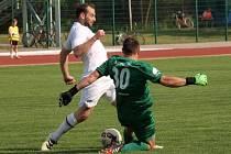 Fotbalisté Hodonína (v bílých dresech) remizovali s Kroměříží 0:0.