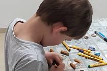 S malováním kamínků začala babička,, následně se přidal i manžel a vnuk.