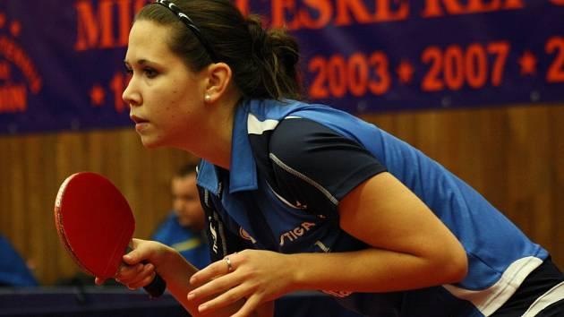 Slušný výkon podala hodonínská trojka Ivana Pelcmanová, která prohrála s Irenou Ivancanovou 1:3 na sety.