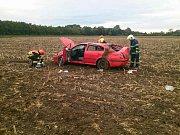 V poli skončilo osobní auto po úterní nehodě ve Strážnici.