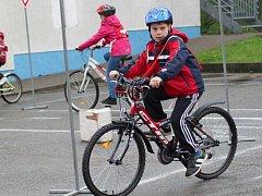 Na sto sedmdesát žáků základní školy v Šardicích se v úterý zúčastnilo již desátého ročníku Dopravního dne.