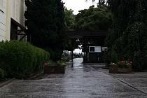 Vstup na městský hřbitov v Dubňanech.