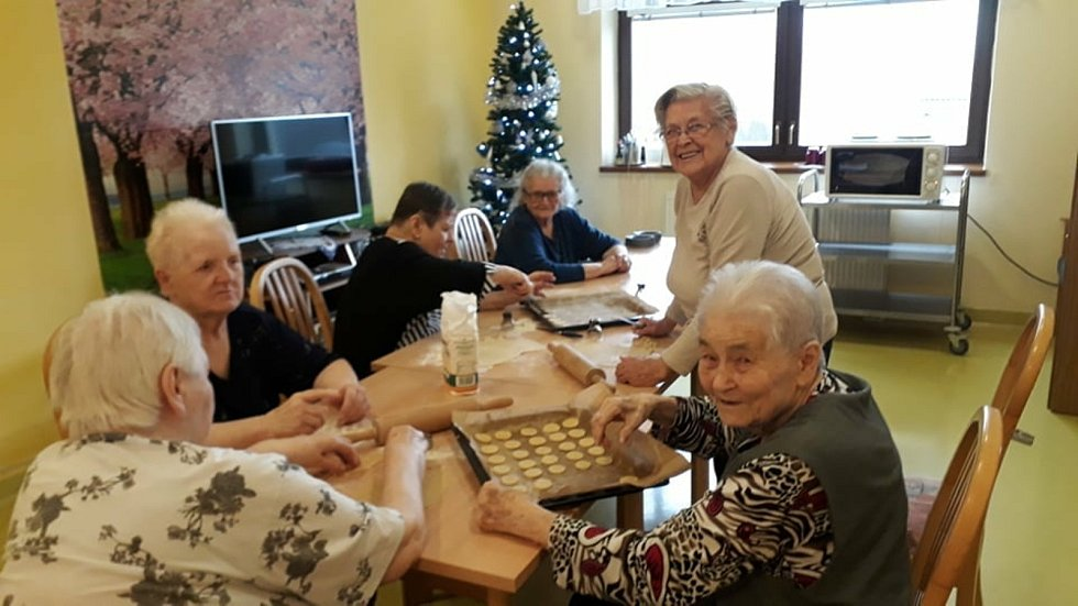 Cukroví, jak od babičky. Takové bylo pečení v domově seniorů. FOTO: Archiv zařízení