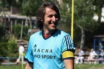 Kapitán Hroznové Lhoty Petr Laga (na snímku) měl stejně jako zbytek hostujícího týmu po nedělním derby v Kněždubu báječnou náladu. Trauben totiž na hřišti rivala zvítězil jasně 6:1.