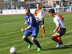 Fotbalisté Rohatce (v modrých dresech) v I.A třídě skupině B zvládli další venkovní utkání, když na hřišti Rakvic zvítězili 6:1.