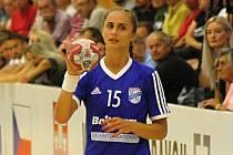 Mladá veselská házenkářka Jana Šustková (na snímku) se proti poslední Bratislavě blýskla devíti góly.